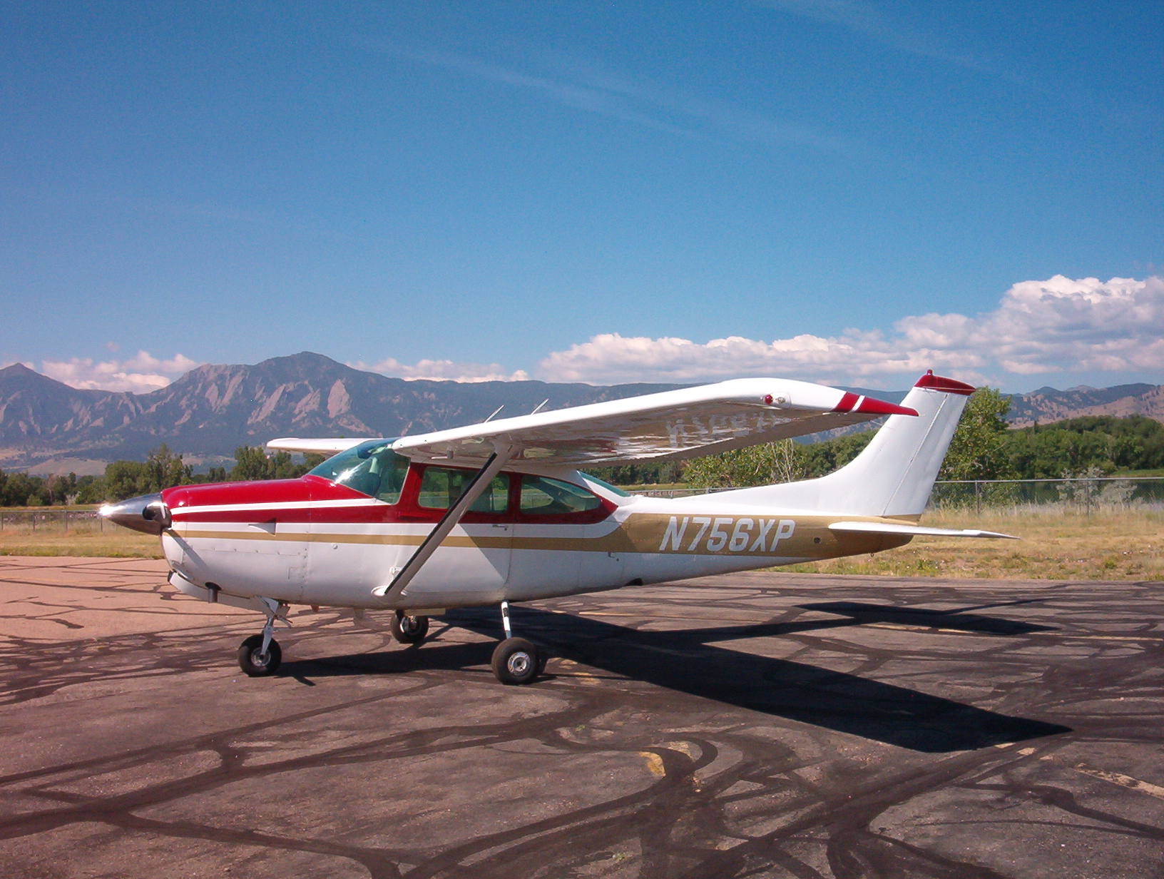 TR182 N756XP aircraft for rental at Specialty Flight Training, Inc Learn to Fly Boulder, CO